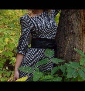 Платье с кожаным ремнём