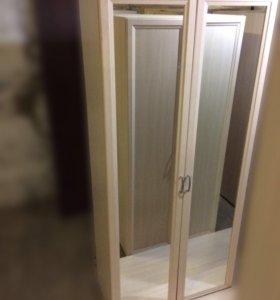 Шкаф для платья и белья с зеркалом
