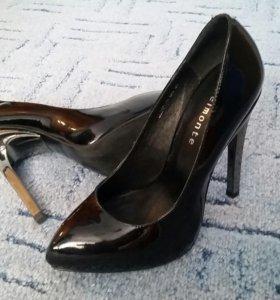 Туфли лодочки elmonte лаковые 35 р