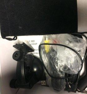 Автомобильный видеорегистратор с экраном (новый)