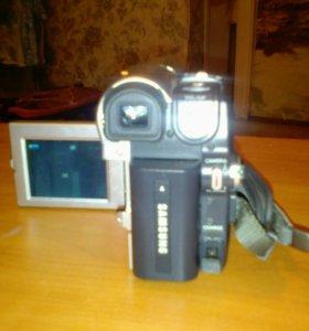 Продам камеру на кассетах.