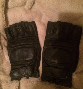 Перчатки ( без пальцев)