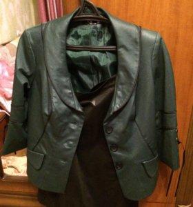 Костюм женский, пиджак цвет бутылки, юбка черная