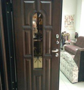 Дверь уличная со стеклом