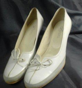 Продам туфли из натуральной кожи