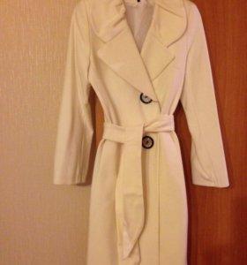 Новое белое пальто