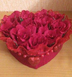 Коробочка с цветами и конфетками