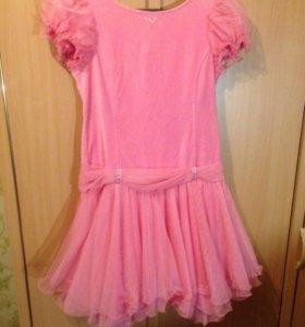 нарядное платье на девочку на рост 152 см б /у