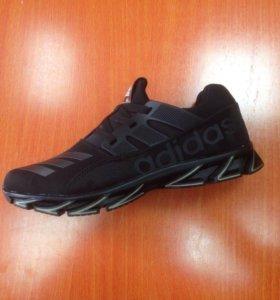 Новые кроссовки Adidas.