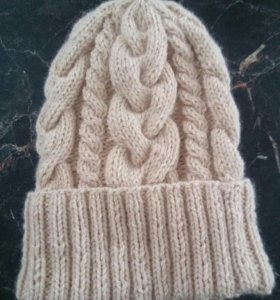 Вязаная новая шапка