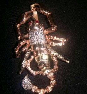 Золотой кулон скорпион