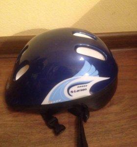 Защитный шлем для роликовых коньков