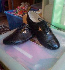 Продаю лакированые ботинки (женские)