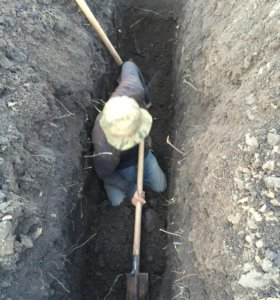 Копаем под воду под канализацию в ручную