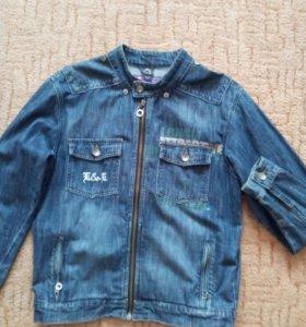 Куртка джинсовая.
