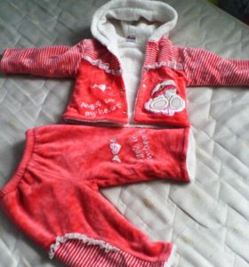 Продам весенний костюм на девочку 14 р.,красный ко