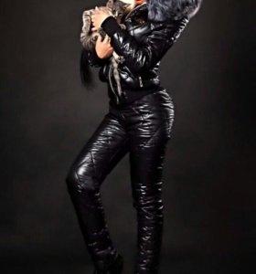 Женский комбинезон, 42-44 размер, черного цвета.