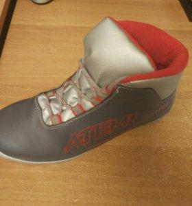 Ботинки лыжные женские р 38