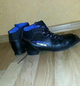 Ботинки лыжные р. 38. Одевали раза 4.