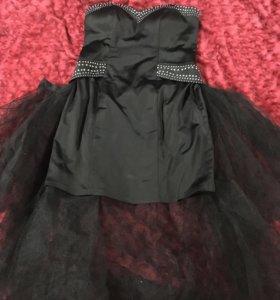 Коктейльное платье чёрное со шлейфом
