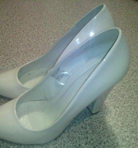 Туфли женские,очень хорошего качества