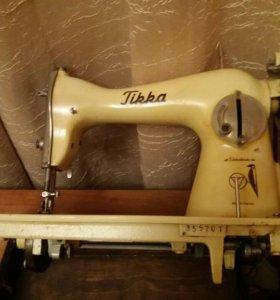 Швейная машинка с чугунным основанием