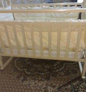 Детская кроватка.+бортики+матрас.