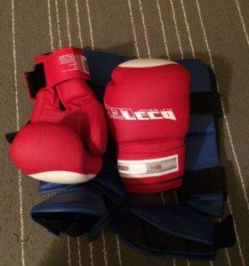 Перчатки и щетки для бокса -кик бокса