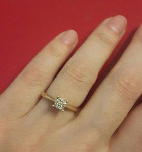 Золотое кольцо с брюликами