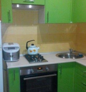 Кухонный гарнитур зелёный глянец