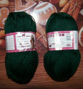 Пряжа. Акрил. Цвет тёмно-зеленый.