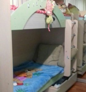 Детская двуярусная кровать