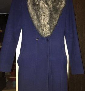 Пальто осеннее приталенное 40-42размер