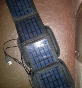 Панель из солнечных батарей в кофре.