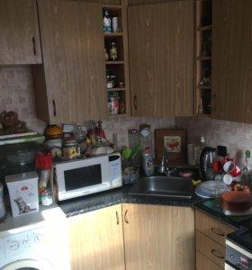 Продаётся кухня угловая, на фото часть