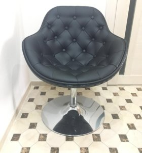 Вращающееся кожаное кресло