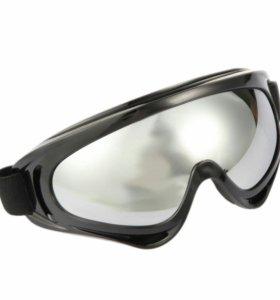 Спортивные очки с цветными оправами и тёмным стекл
