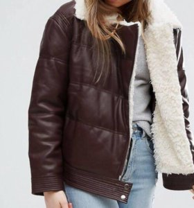 Куртка внешне кожаная,внутри с овечьей шерсти.