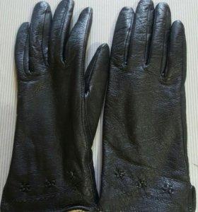Новые кожаные перчатки