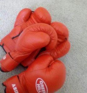 Продаю боксерские перчатки.
