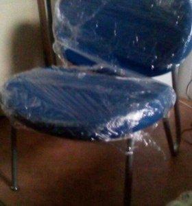 3 стула и кресло
