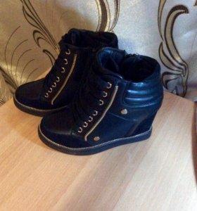 Новые ботинки на танкетке