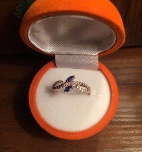 Кольцо с сапфирами и бриллиантиками