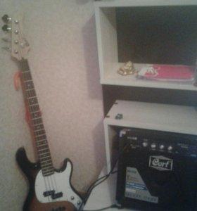 Бас гитара с комплектом.
