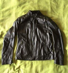 Кожаная чёрная куртка Bershka 50размер