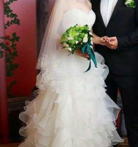 Свадебное платье с рюшами.