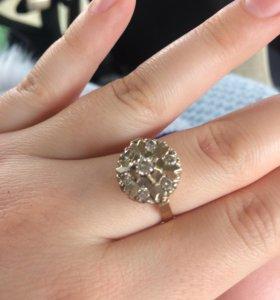Бриллиантовый комплект (серьги и кольцо)