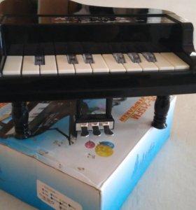 Музыкальная колонка ввиде пианино
