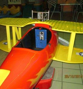 Детский аттракцион-самолет.