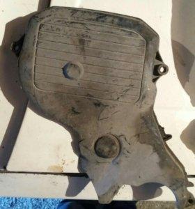 На 3S-FE крышка сбоку двигателя.